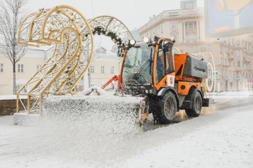 Уборка снега на Новинском бульваре. Январь, 2020 год